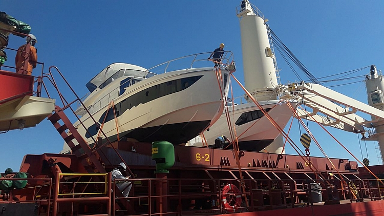 Motor yachts to the USA