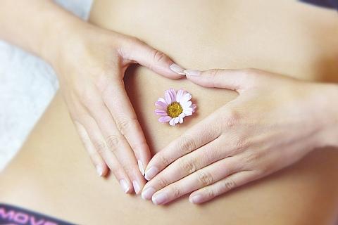 Bauch mit Blume